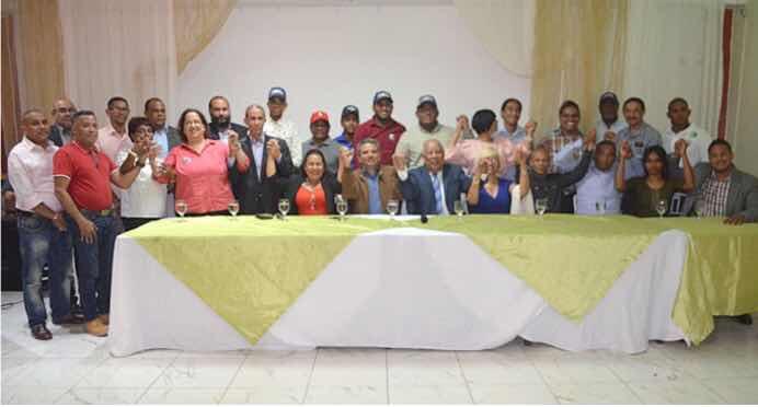 Corrientes profesorales y Diputado Fidel Santana apoyan candidatura Miguel Medina