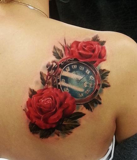Rose e relogio projetos do tattoo de ideias sobre o ombro para homens e mulheres