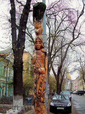 Скульптура из сухого дерева