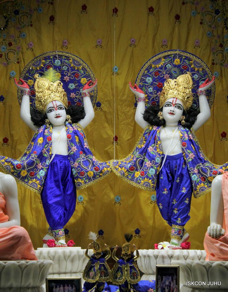 ISKCON Juhu Sringar Deity Darshan on 2nd Oct 2016 (29)