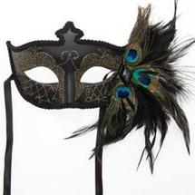Máscara com penas de pavão