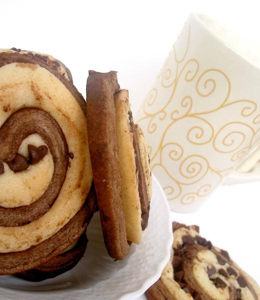 spirali di pastafrolla e cacao e frullato allo yogurt