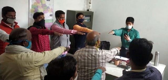 संविधान दिवस पर नेहरू युवा केन्द्र के स्वयंसेवकों ने ली शपथ