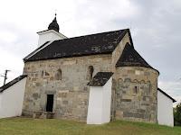 01 A hontvársányi Árpád-kori templom.JPG