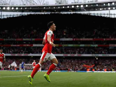 Mesut Ozil to take new Arsenal shirt number after signing new contract – report