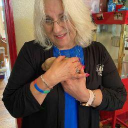 user Joan Davis-Gentry apkdeer profile image