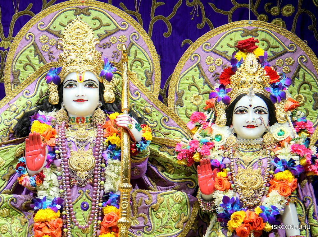 ISKCON Juhu Sringar Deity Darshan 11 Jan 2016  (38)