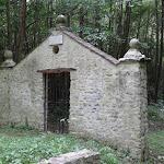 Bord de l'Essonne : porte de l'ancien jardin des plantes de M. de Malesherbes