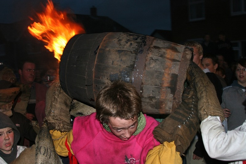 flaming-tar-barrels-ottery-11