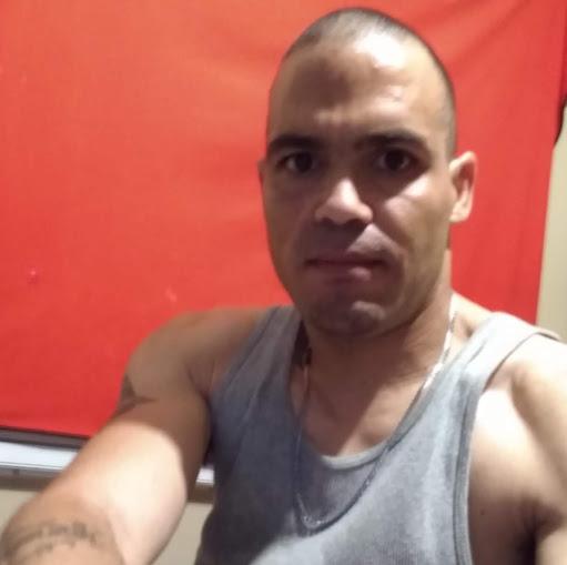 user John Bullock apkdeer profile image