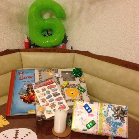Geburtstagstisch zum 6. Geburtstag des Kuschelbärs