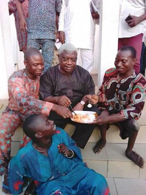 Senator Iyiola Omisore Eating With 'Commoners', Nigerians React To Photo