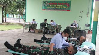 PMI Karawang : Pasukan Yonif Raider 305 Tengkorak Sumbang 100 Labu Kantong Darah