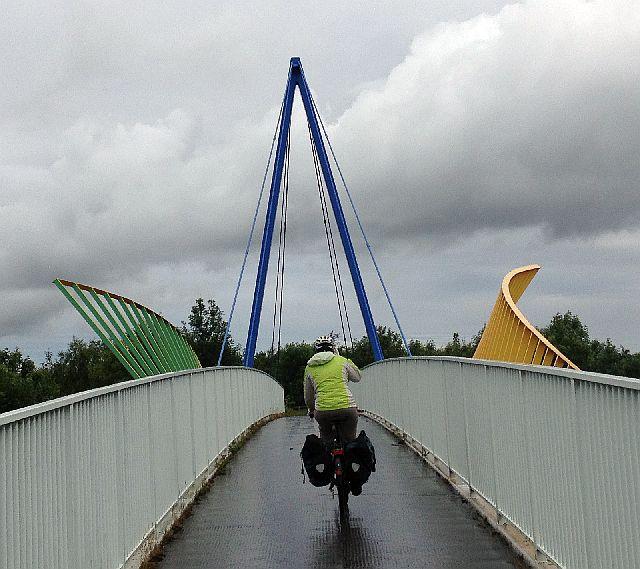 Miri on the Bike auf einer Brücke nördlich von Stockton-on-Tees (National Cycle Route 1)
