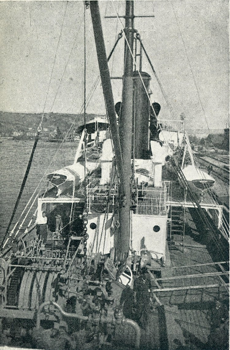 Vista de la exigua cubierta en su parte de popa. Foto de la revista INGENIERIA NAVAL.jpg