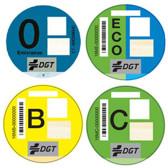Las nuevas pegatinas de la DGT que clasifican los vehículos según emisiones