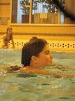 Ladně plave čubičku (prý umí plavat i ouško)
