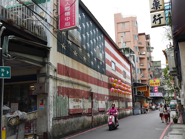 Building with a large flag of the U.S. painted on its side along Lane 185, Zhongzheng Road, Luzhou District, New Taipei City