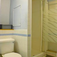 Room 32-bathroom