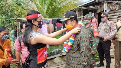 Bupati Sekadau Hadiri Adat Niri Balai dan Peresmian Balai Betomu Dusun Ladak