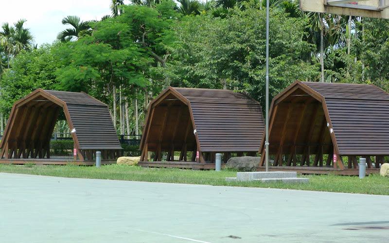 Abris de camping. Pluie et soleil