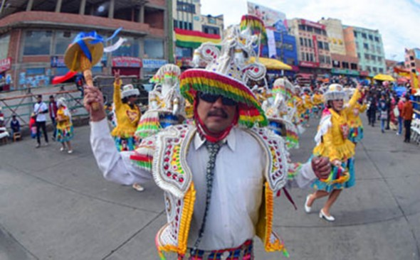 Más de 40.000 alteños bailan en devoción a La Virgen del Carmen