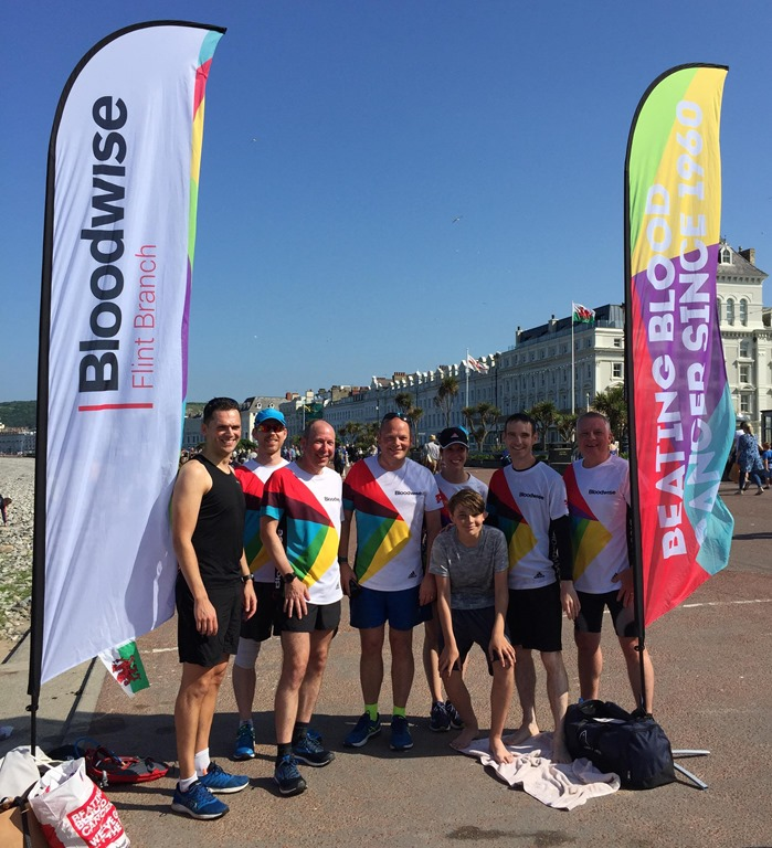 [Paul+Dean+at+the+finish+at++Llandudno+with+supporters%5B3%5D]