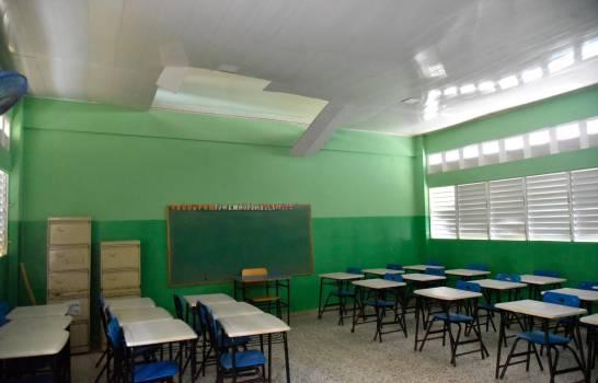 Más del 30 % de las escuelas de Santiago tampoco comenzó docencia presencial