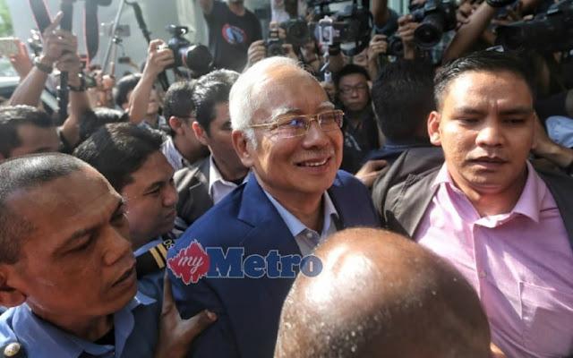 Najib ceria tiba di ibu pejabat SPRM
