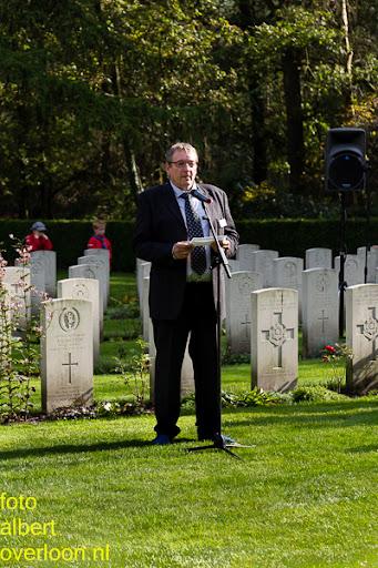 herdenkingsdienst  en een stille tocht naar het Engelse kerkhof 12-10-2014 (85).jpg