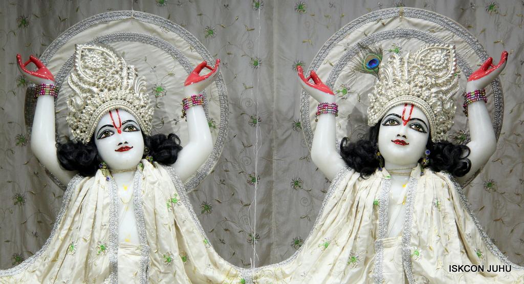 ISKCON Juhu Mangal Deity Darshan on 8th Sep 2016 (40)