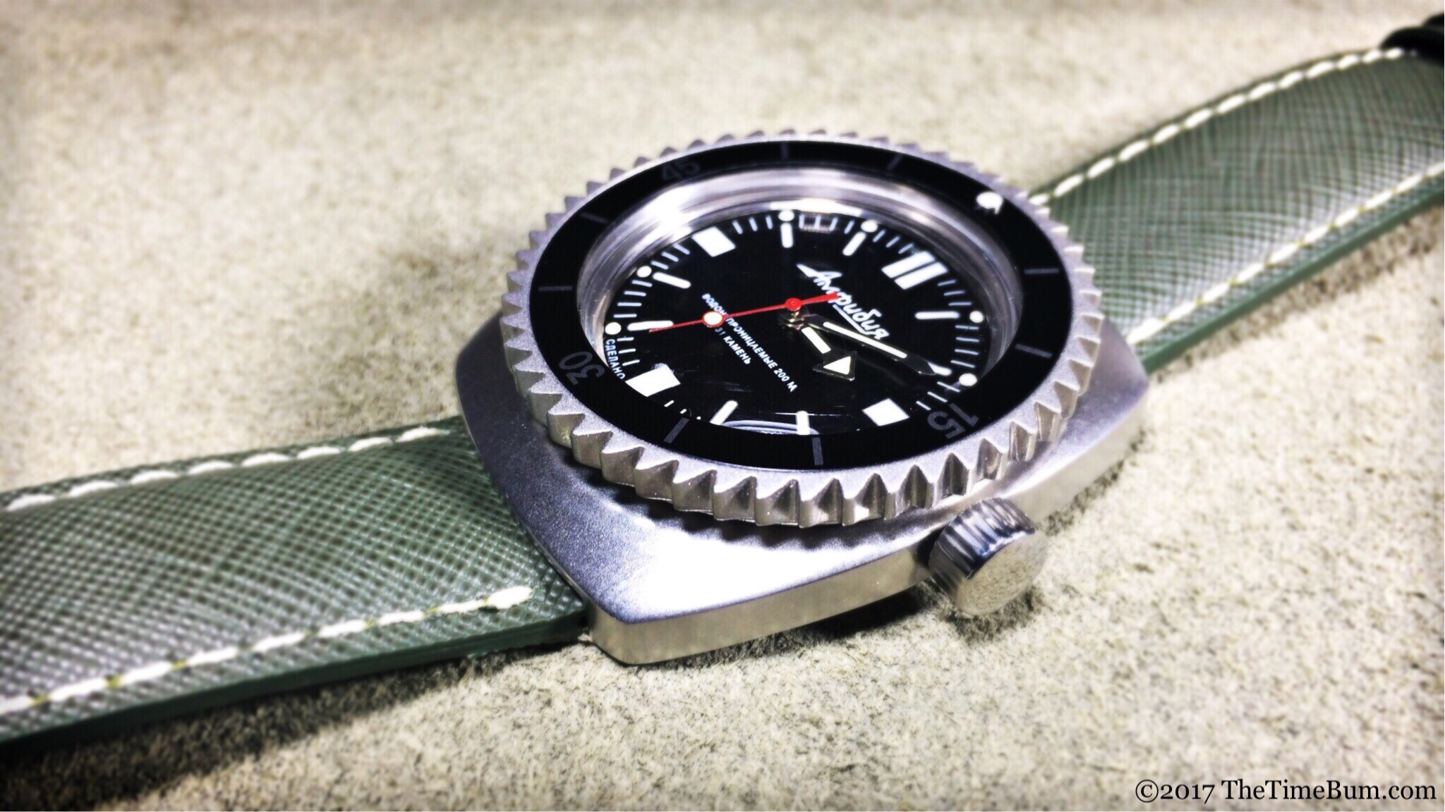 Vostok Amphibia 090 One Second Closer shark bezel side