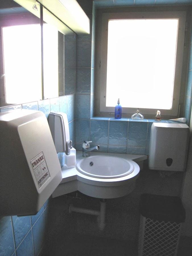 Lavabo Damen-WC vorher