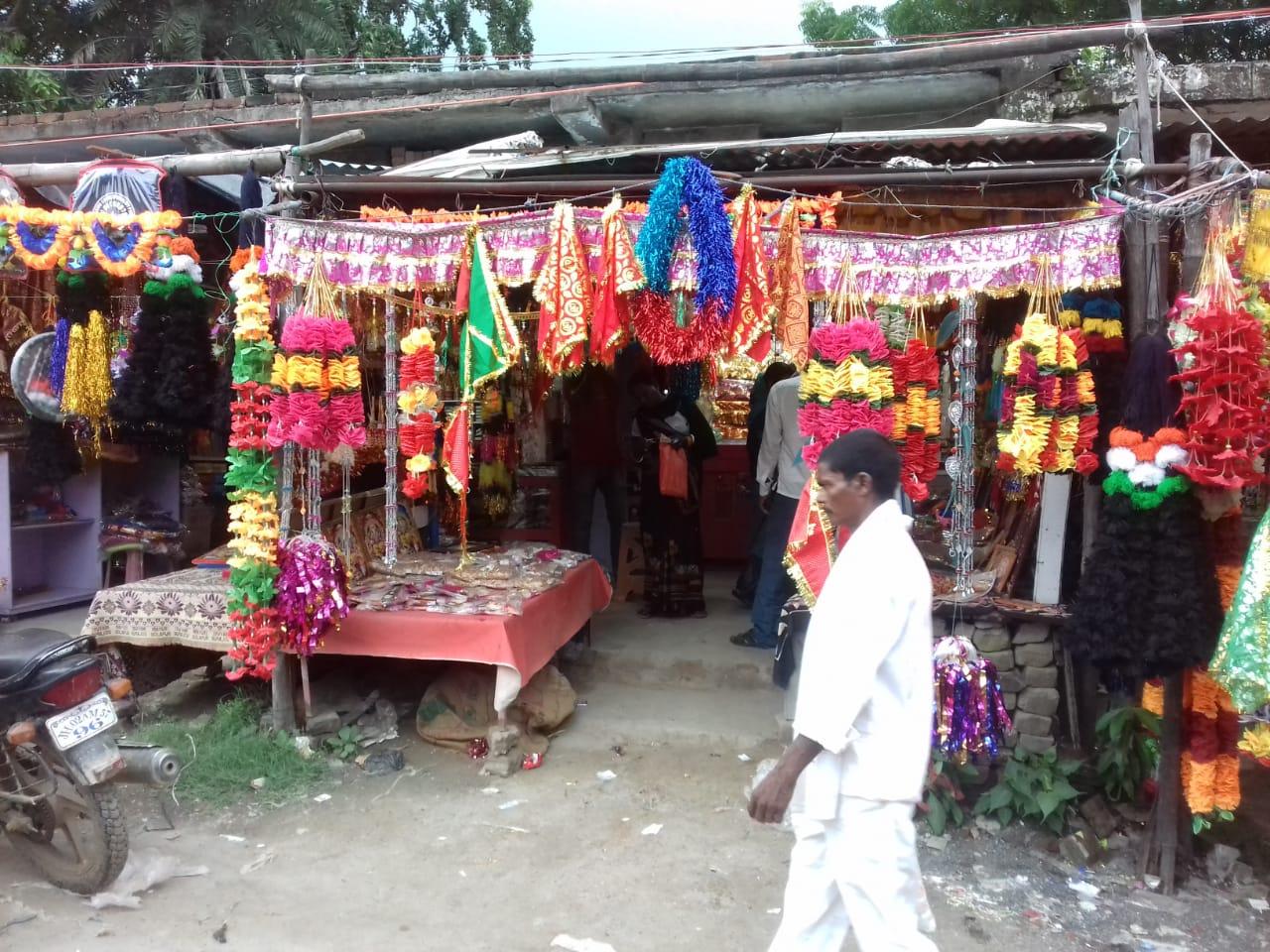 विश्वकर्मा पूजा की तैयारी में जुटे लोग, बाजारों में दिखी चहल-पहल
