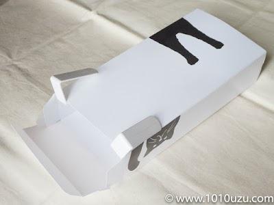 ティッシュボックスに4連フックの扉にひっかけるところを貼りつける
