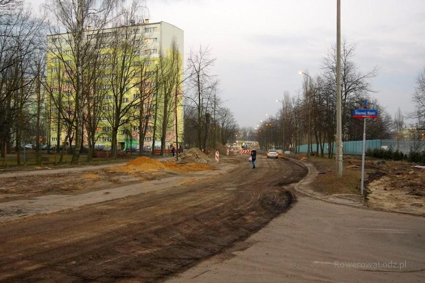 Na skrzyżowaniu z ul. Wiernej Rzeki