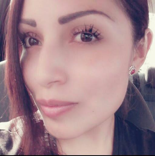 Janet Flores Photo 27