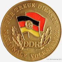 148f Medaille für treue Dienste in der Nationalen Volksarmee für 20 Dienstjahre www.ddrmedailles.nl
