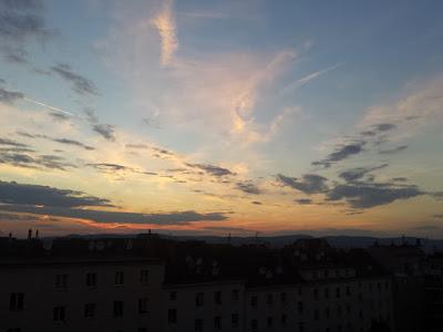 Fast ist sich heute ein Tropentag ausgegangen. Zum Abschluss des Juni gab es heute nochmal 29,9°C bei 10 Stunden Sonnenschein. Die Nacht wird sternenklar und bis morgen gehen die Temperaturen auf ca 18 Grad zurück. Aktuell haben wir noch 25,1°C #Wetter #Wien #Favoriten #Wetterwerte #Sommer2015