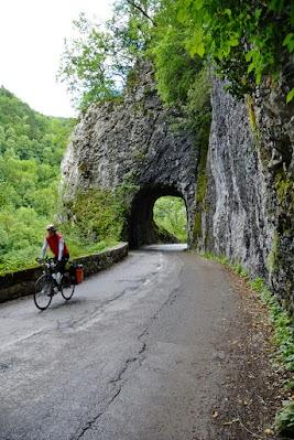 Kleiner Tunnel im Baca Tal bei Kneza