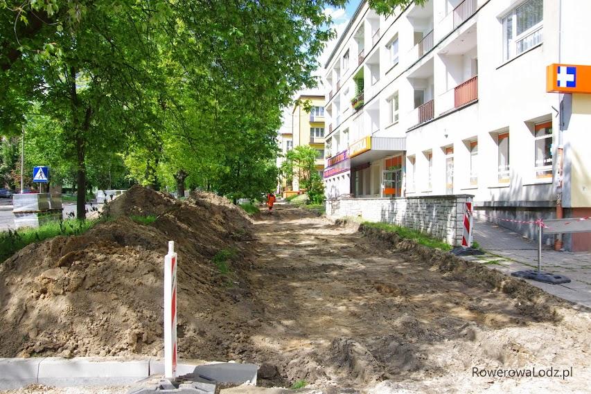 Nierówny chodnik odszedł w niepamięć. Niebawem obok nowego chodnika będzie droga dla rowerów.