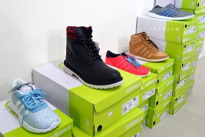 5 台中大墩食衣多品牌聯合特賣會,adidas服飾鞋包3折起、CONVERSE全面5折、愛的世界童裝2折起、牛仔特賣破盤特價、羽絨衣特價、MERRELL、asics、Reebok