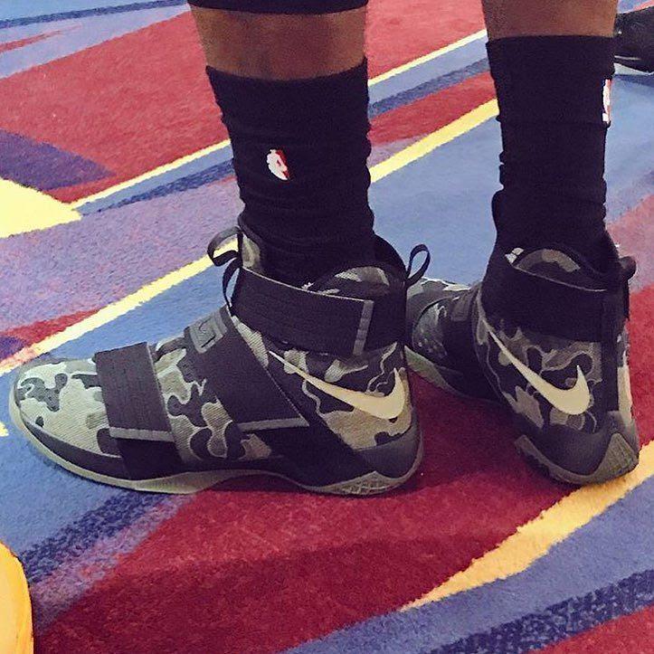 0ae110cd45b Nike LeBron 16 Vachetta Tan Phối màu đầu tiên của thiết k th 16