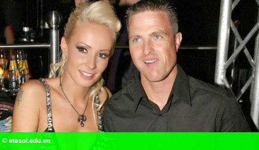 Hình 1:   Vợ cũ Ralf Schumacher chụp ảnh nóng mừng ly hôn