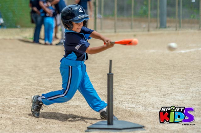 Juni 28, 2015. Baseball Kids 5-6 aña. Hurricans vs White Shark. 2-1. - basball%2BHurricanes%2Bvs%2BWhite%2BShark%2B2-1-50.jpg