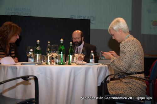 De izda a derecha: Nan Ferreres. Directora del Centro CETT, José Antonio Puyuelo, sumiller restaurante la Matilde de Zaragoza y Cristina (@garbancita).