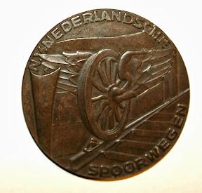 Herinneringspenning van de spoorwegstaking. Van Enschedese NS-medewerker. http://www.secondworldwar.nl/enschede/