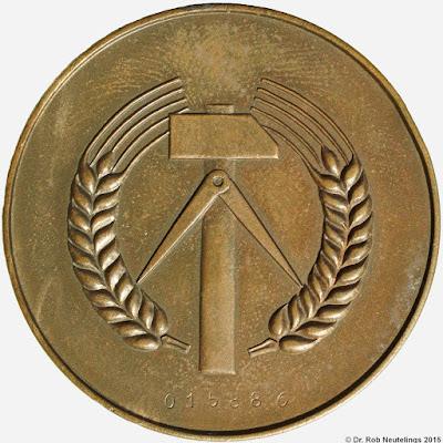 135a Medaille für treue Dienste in der Kasernierte Volkspolizei www.ddrmedailles.nl