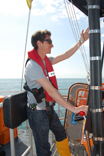 Oli giving visual instructions during an emergency steering exercise
