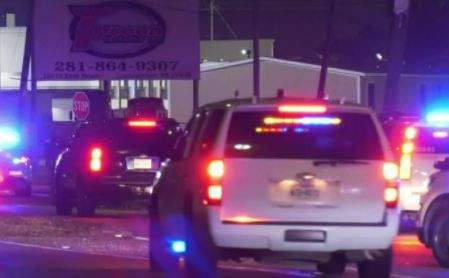 1 suspect dead, 2 in custody after armed robbery at game room
